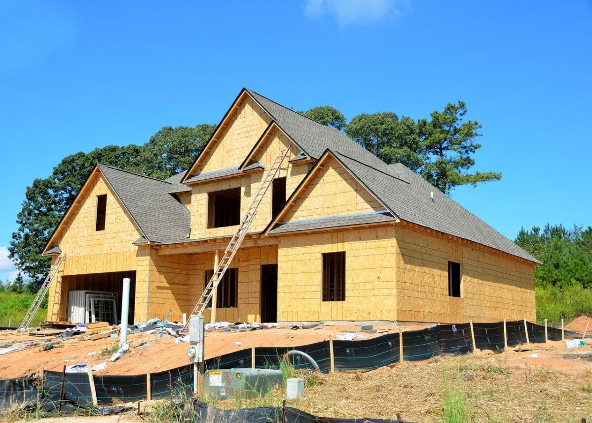 Właściwie z obowiązującymi regulaminami nowo konstruowane domy muszą być gospodarcze.